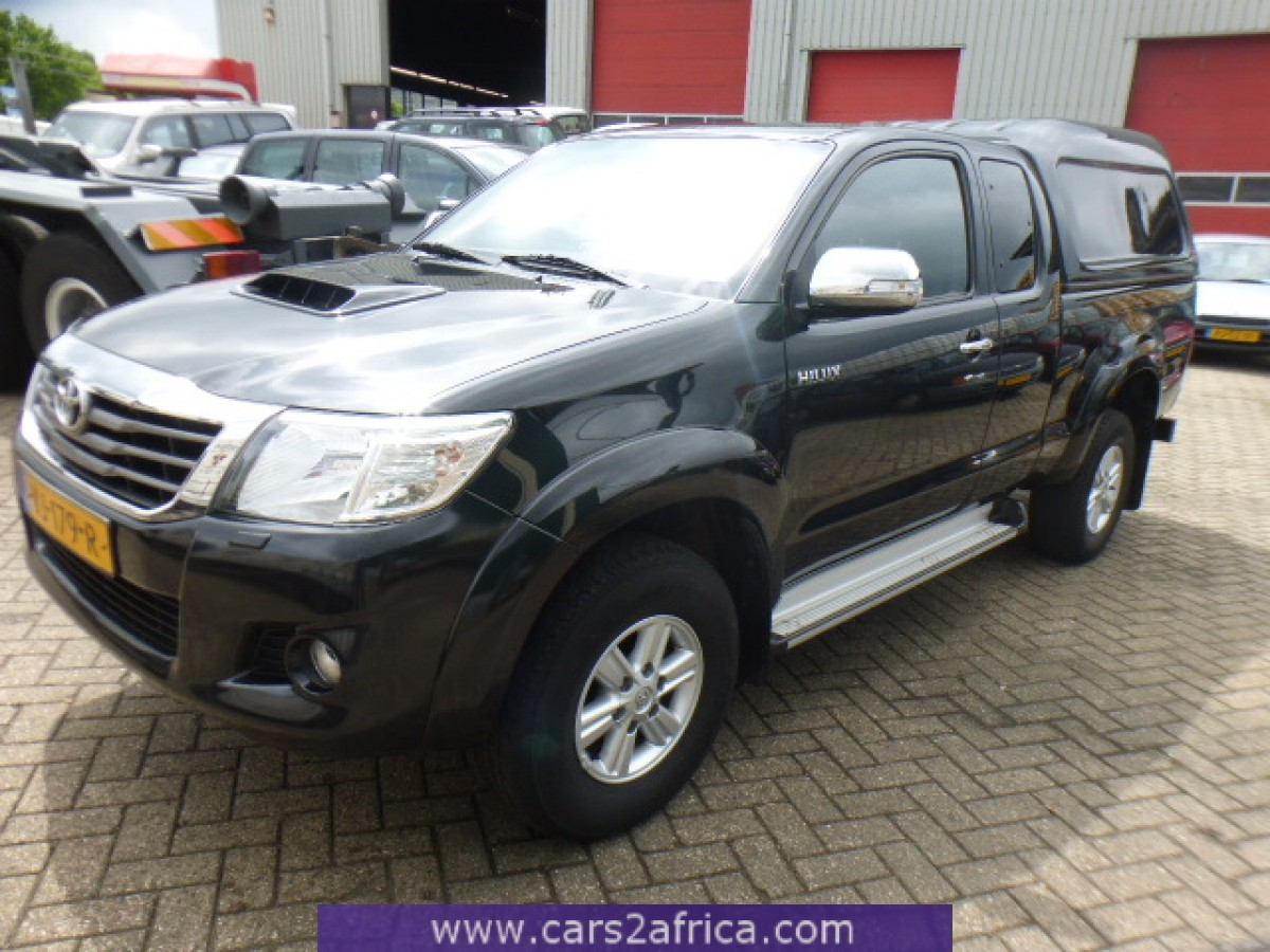 toyota hilux 2 5 d 4d 64695 occasion utilis en stock. Black Bedroom Furniture Sets. Home Design Ideas