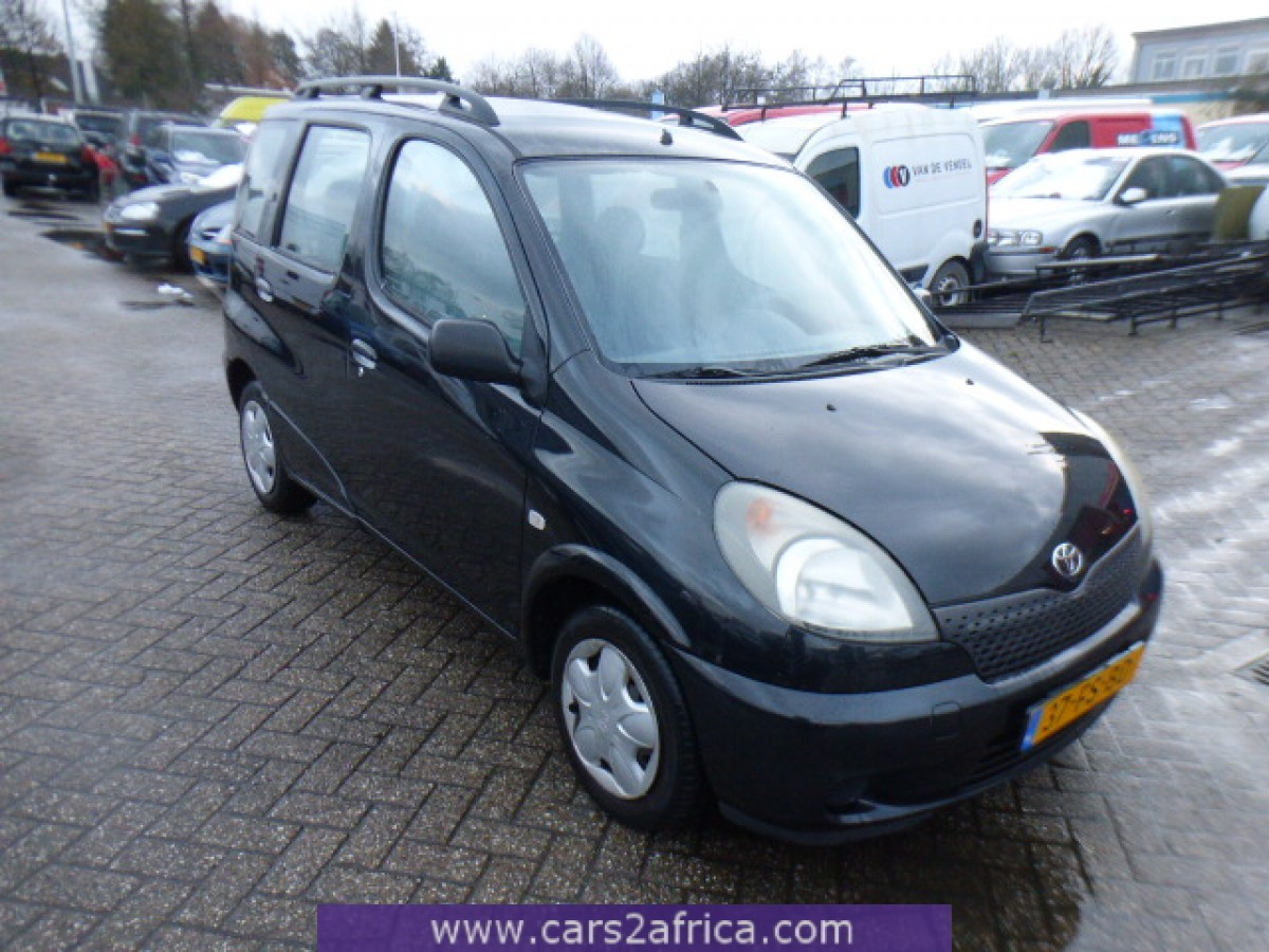 toyota yaris verso 1 3 65688 used available from stock. Black Bedroom Furniture Sets. Home Design Ideas