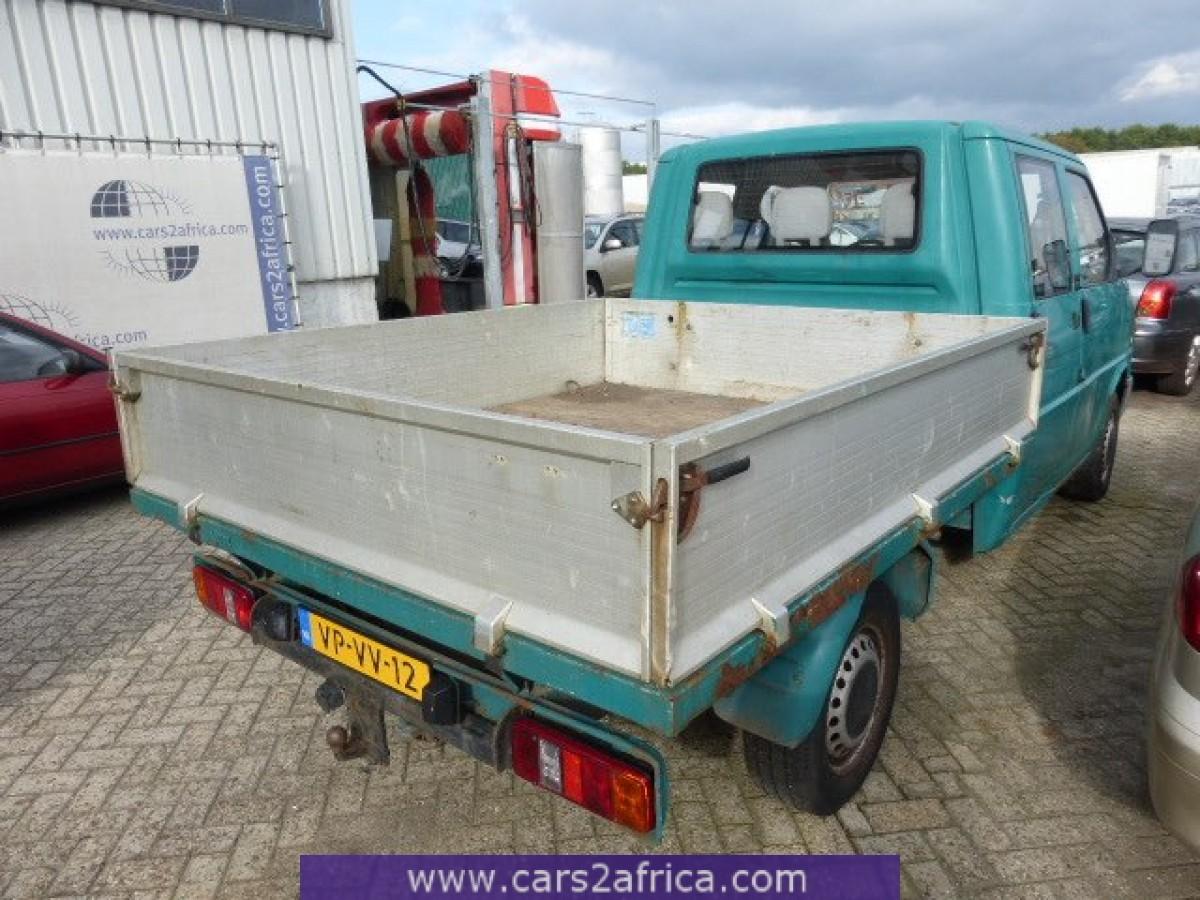 volkswagen transporter 2 4 d 63795 occasion utilis en stock. Black Bedroom Furniture Sets. Home Design Ideas
